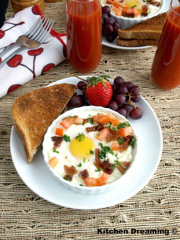 Creamy grits with Goat Cheese and Eggs