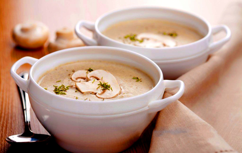 Cream soup with mushrooms, potatoes and cream