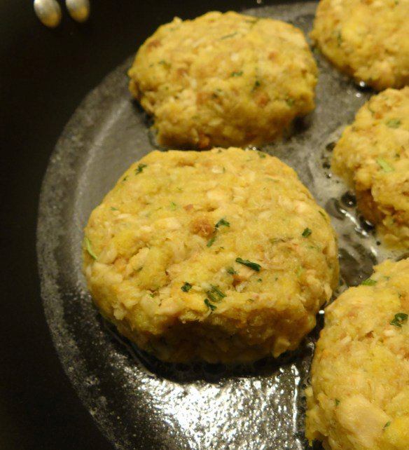 Quick and Easy (4 Ingredients!) Cornbread Salmon Cakes Recipe