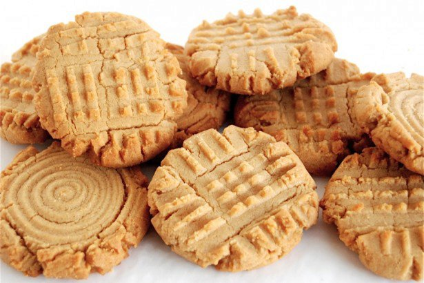 CLASSIC PEANUT BUTTER COOKIES: BRINGING BACK AN OLD FAVORITE