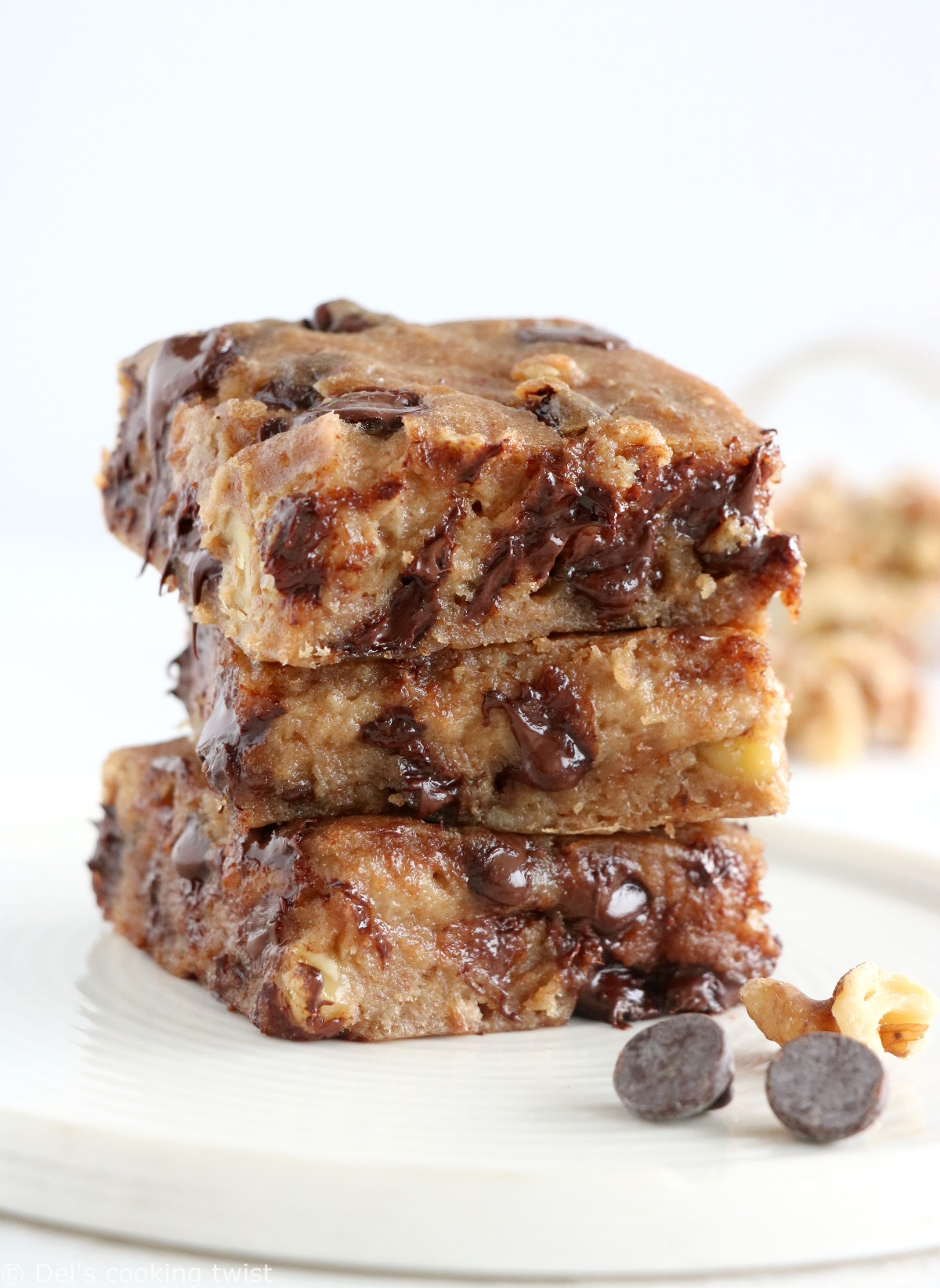 Healthy Vegan Chocolate Chip Blondies (refined sugar free)