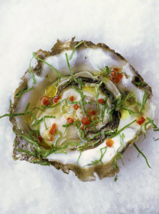 Oysters with chilli, ginger & rice wine vinegar