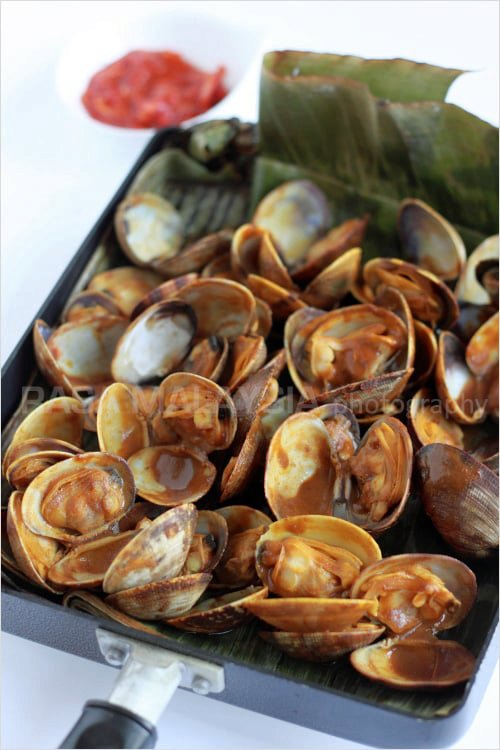 Curry-Flavored Grilled Clams