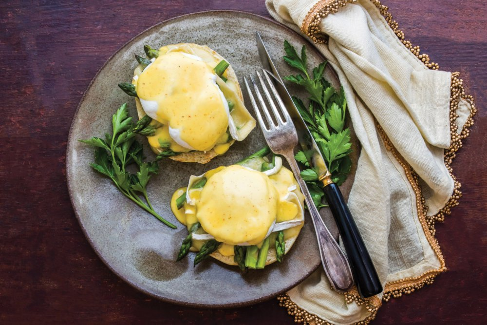 Eggs Benedict with Asparagus and Brie