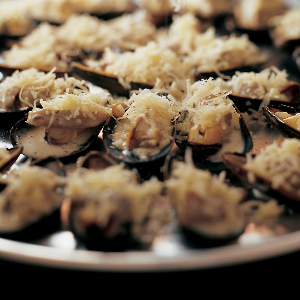 Moules Poulette (Broiled Mussels with Mushrooms, Lemon, and Cream)