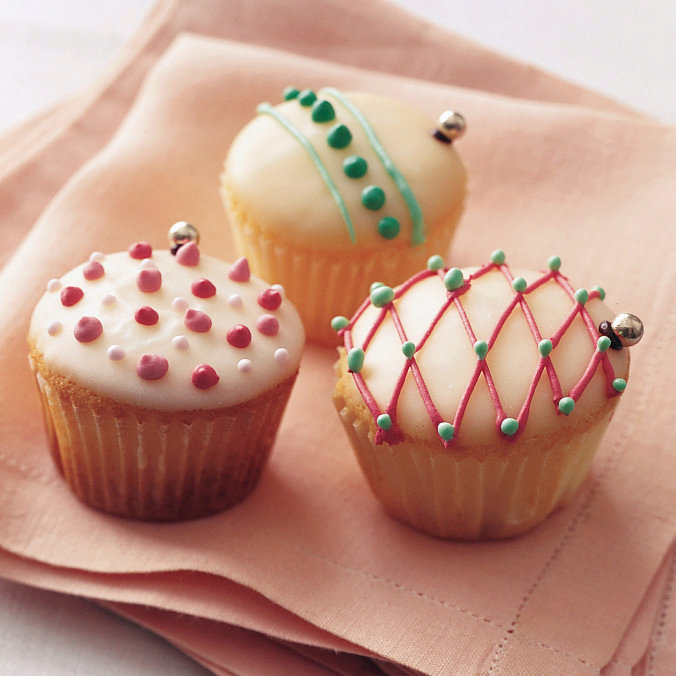 Royal Icing for Cupcake Ornaments
