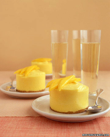 Frozen Mango-Cream Cakes