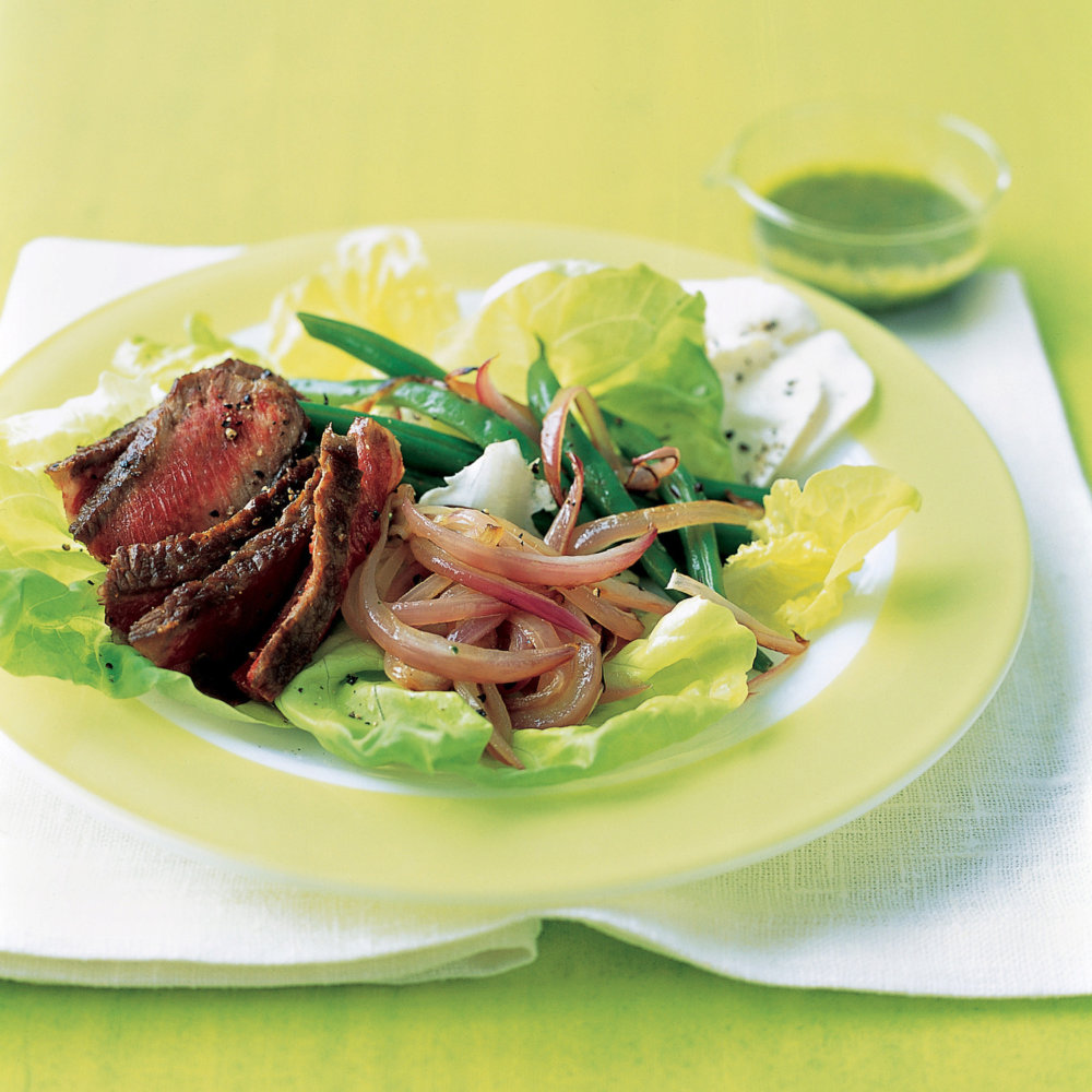 Steak Salad with Onion and Green Beans