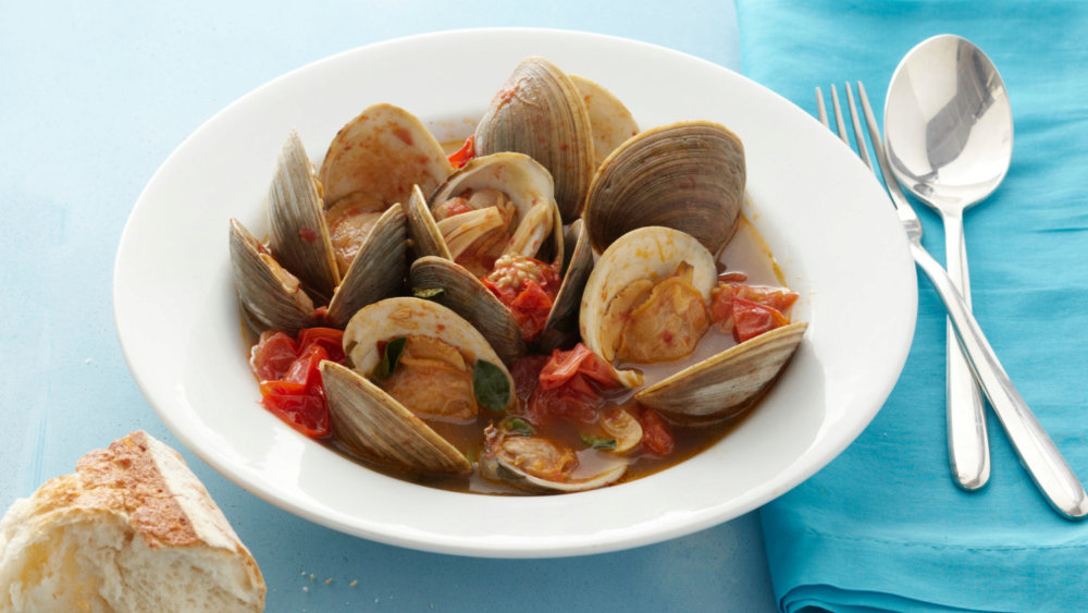 Steamed Clams with Tomatoes