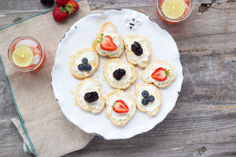 Crostini with Goat Cheese, Berries and Honey