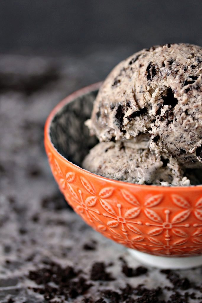 No Churn Cookies and Cream Coffee Ice Cream