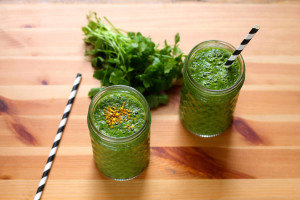 pear ginger springtime smoothie with bee pollen