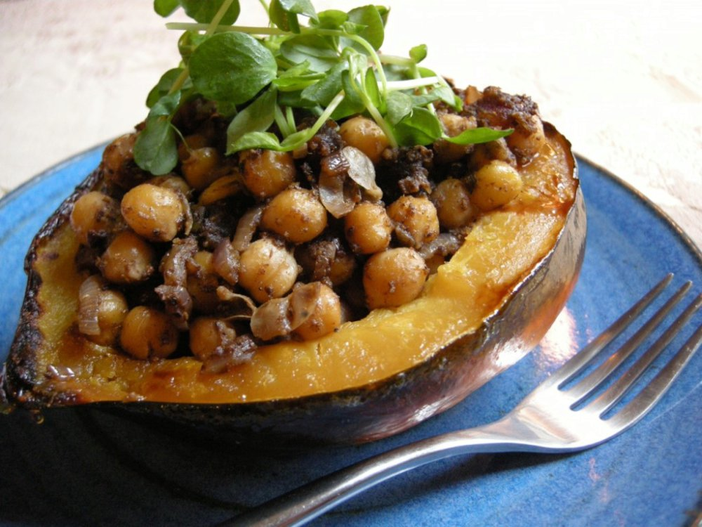Squash Stuffed With Spicy Masala Chickpeas
