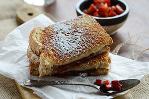 Strawberry Grilled Cheese {With Fresh Strawberry Balsamic Relish}