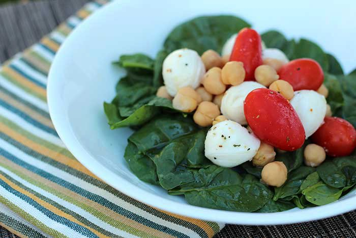Mozzarella, Tomato, and Chickpea Salad for #HealthyLunchDay