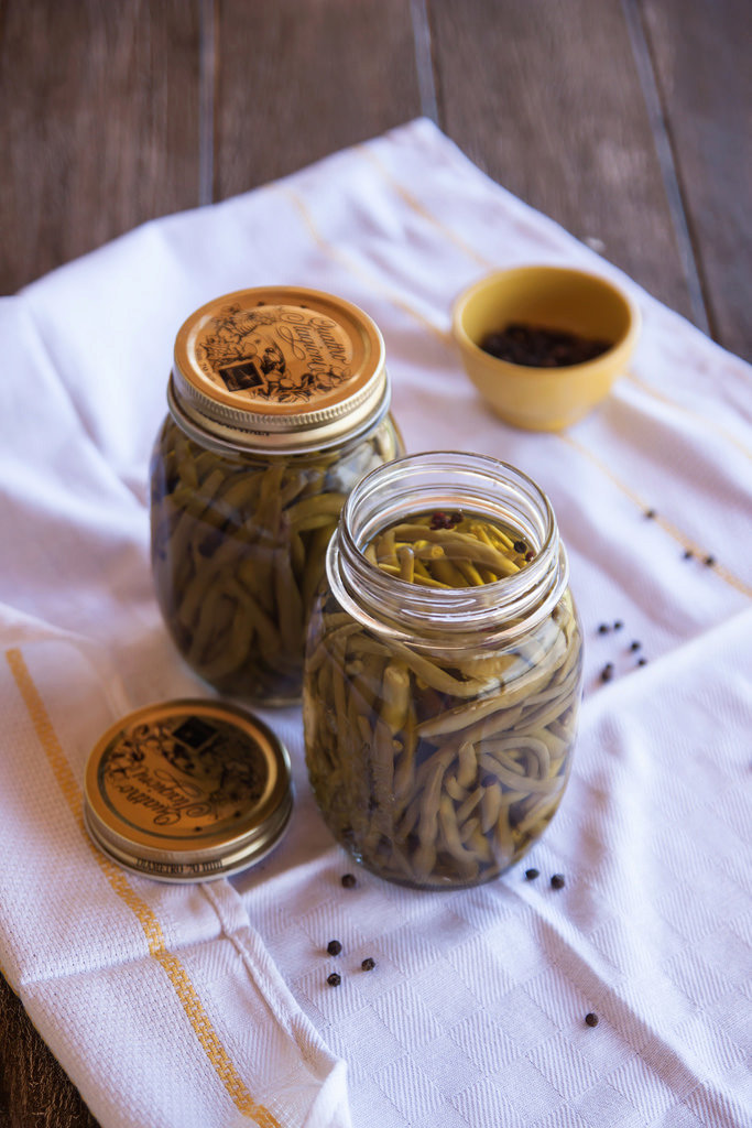 French beans preserved in oil