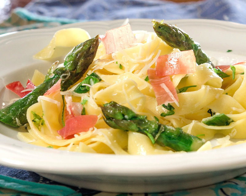 French Asparagus Pasta with Prosciutto