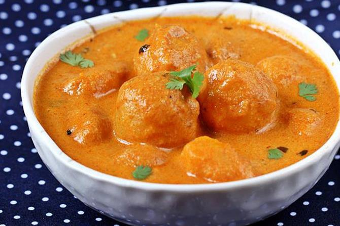 Dum aloo recipe | Restaurant style dum aloo curry recipe