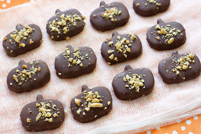 Homemade Reese's Peanut Butter Pumpkins [with no refined sugar]