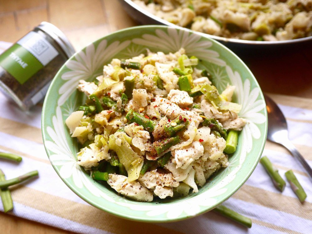 Creamy Asparagus, Leek, and Chicken Cauliflower Risotto (paleo, GF)
