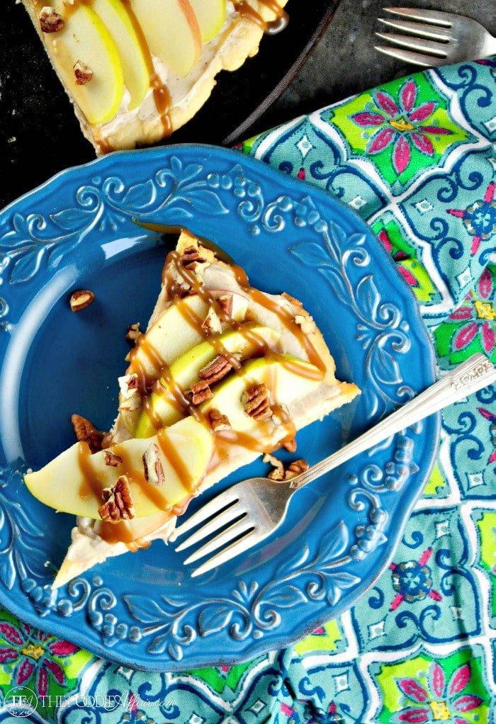 Caramel Apple Dessert Pizza #SundaySupper
