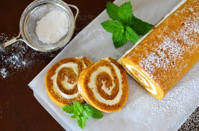 Pumpkin Spice Roll With Maple Cream Cheese Filling