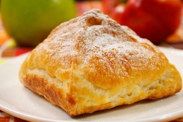 Crispy triangles with apple