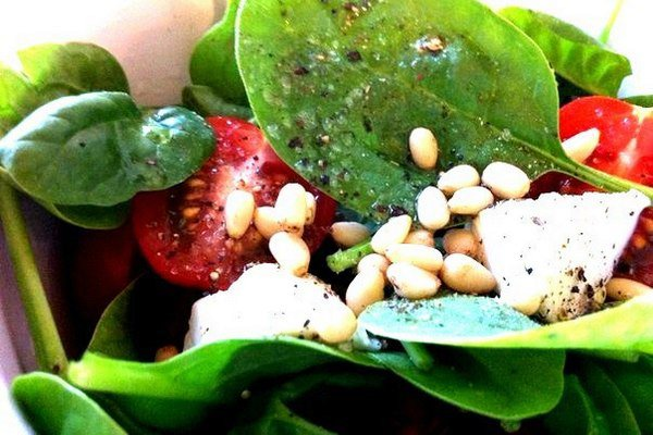 Italian salad with spinach