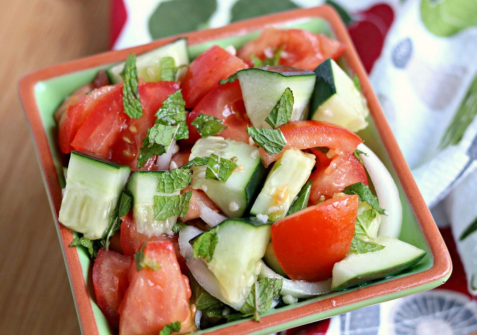 Lebanese Salad with Tomatoes and Cucumbers