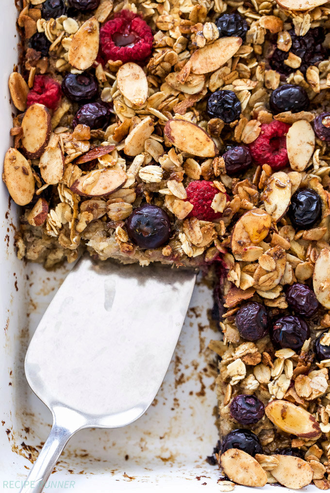 Cinnamon Apple Berry Baked Oatmeal