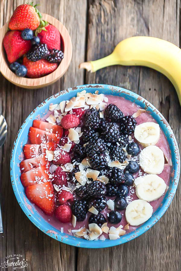 Mixed Berry Detox Smoothie Bowl