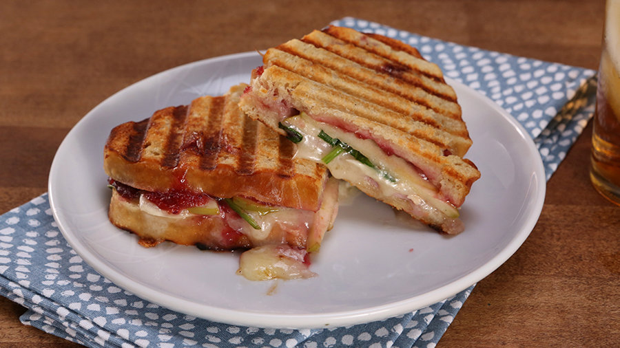 Grilled Apple, Ham, and Brie Sandwich