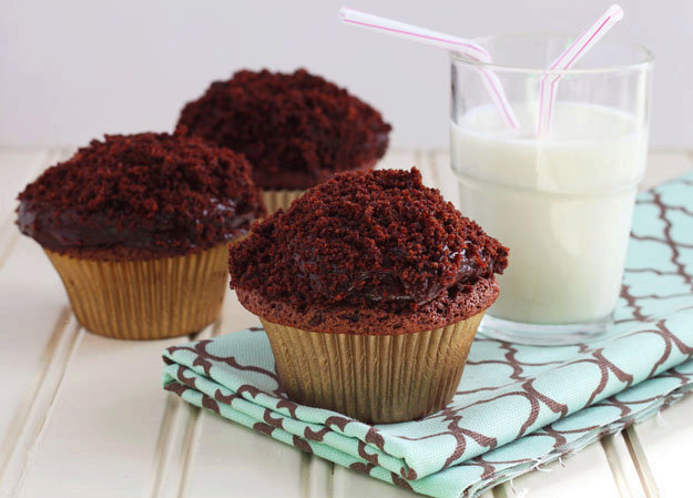 BLACK-OUT CUPCAKES