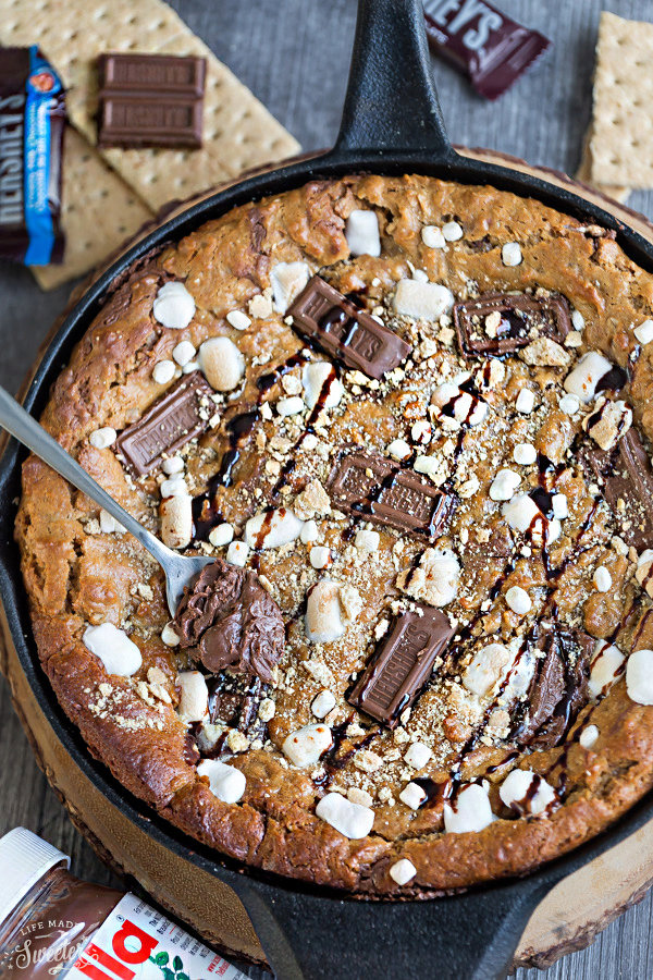 Nutella Stuffed S'mores Skillet Cookie (Pizookie)