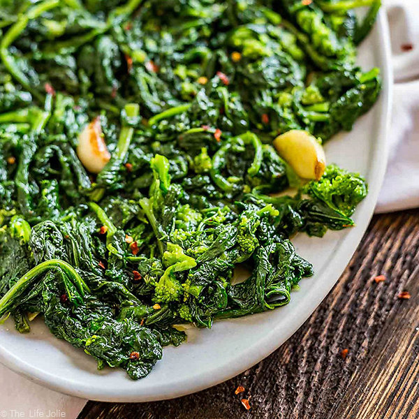 Sauteed Broccoli Rabe with Garlic and Crushed Red Pepper