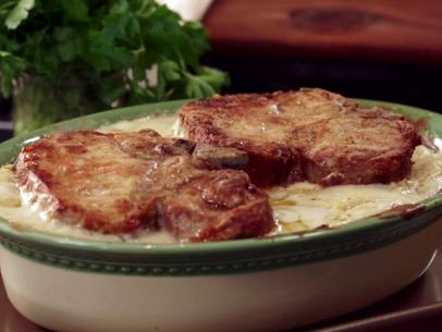 Country Pork Chop and Potatoes with Black Pepper White Gravy
