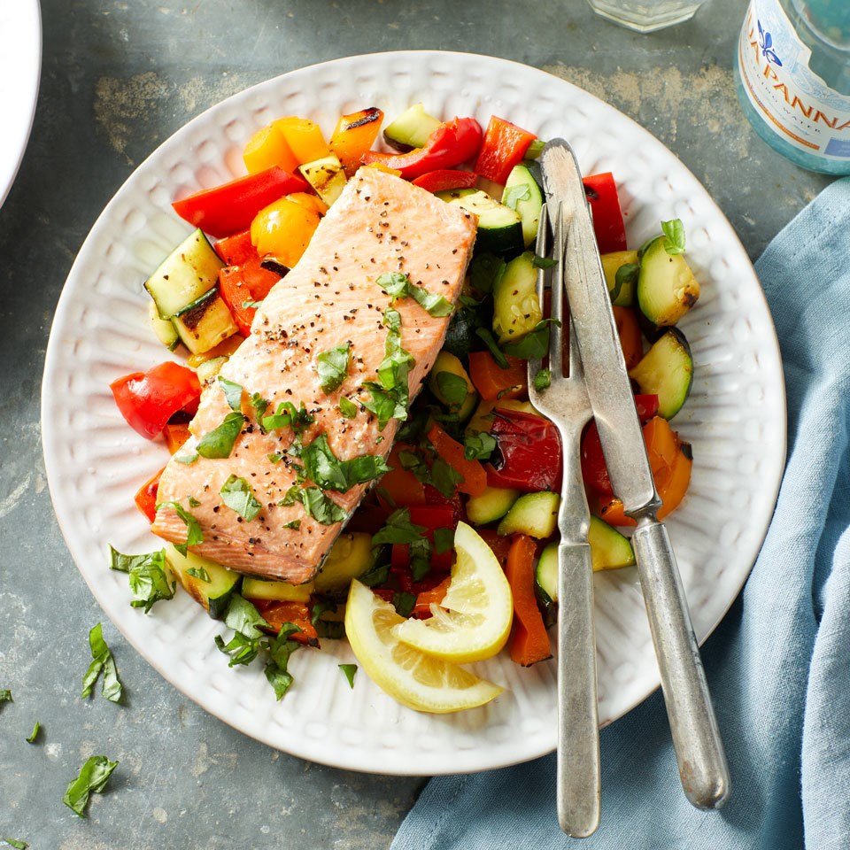 Simple Grilled Salmon & Vegetables